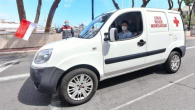 Photo of Charles Leclerc works with Monaco Red Cross to deliver food to the elderly